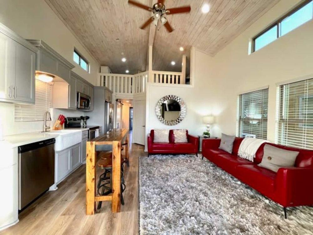 Belas - Luxury Resort: 13260 Fm 1097 Rd W, Willis, TX