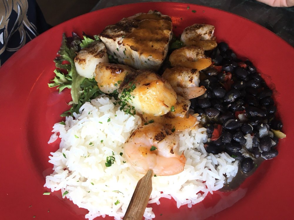 Amos Mosquito's Restaurant & Bar: 703 E Fort Macon Rd, Atlantic Beach, NC