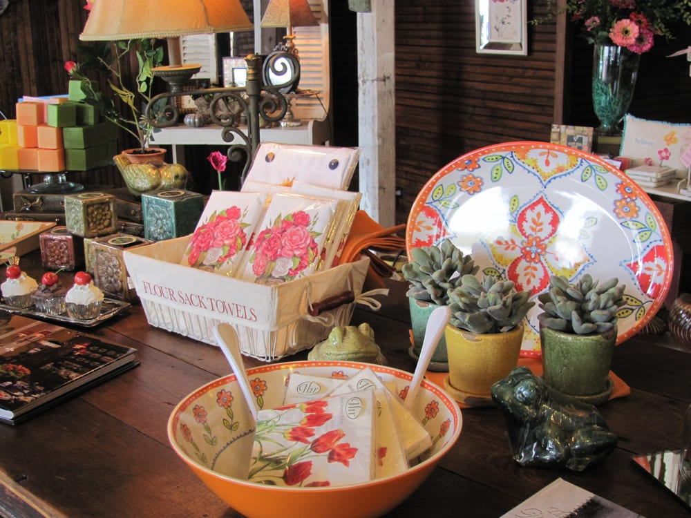 Bella Gifts From The Heart: 406 E Houston Ave, Crockett, TX