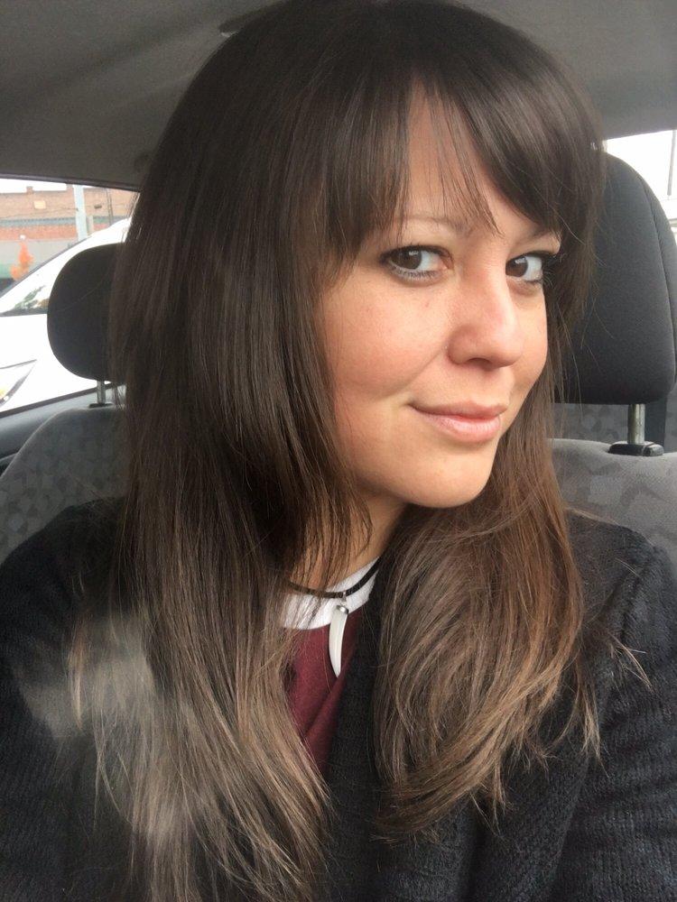 Bella coiffeurs salons de coiffure 305 e main st for Samantha oups au salon de coiffure