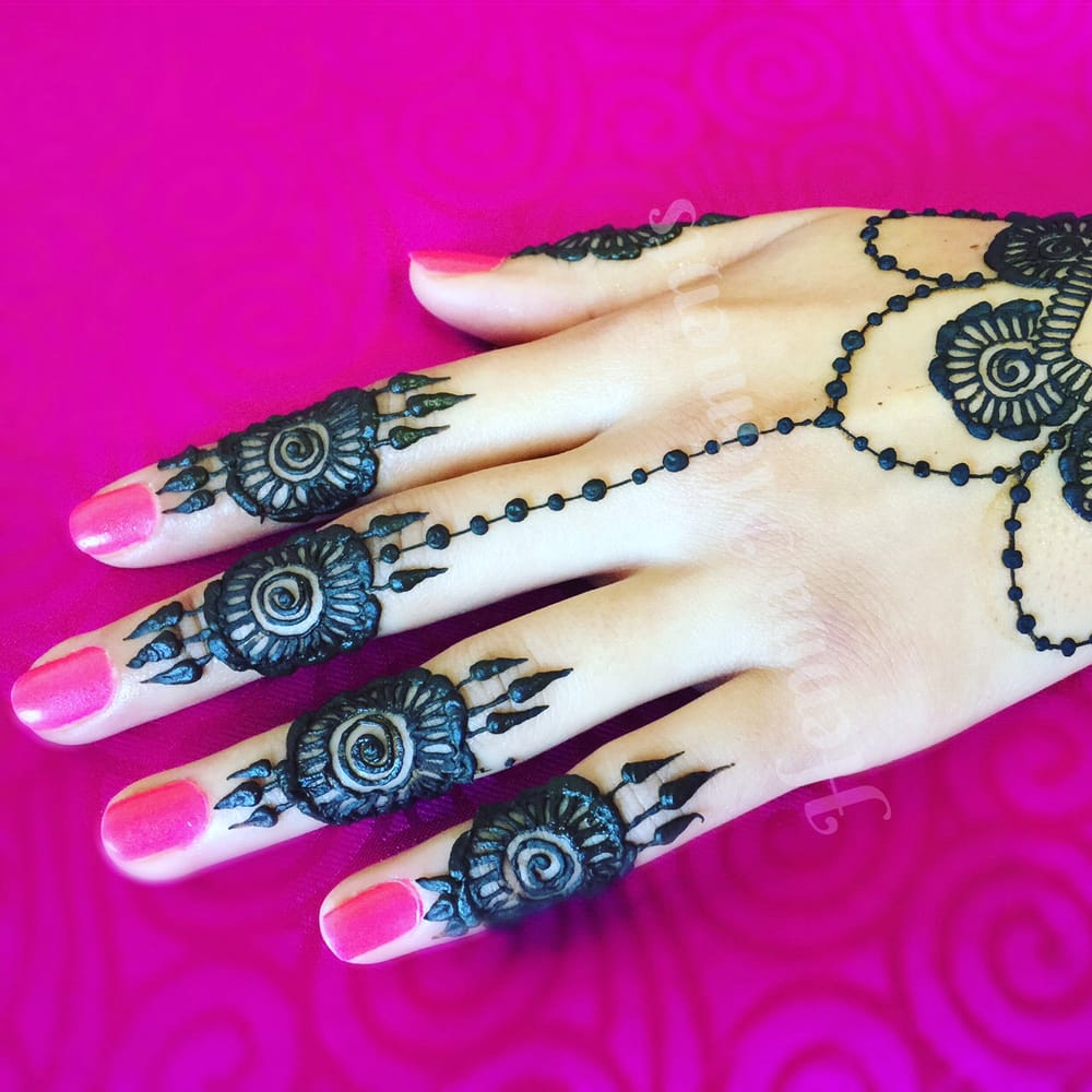 Henna Moments: Dekalb, IL