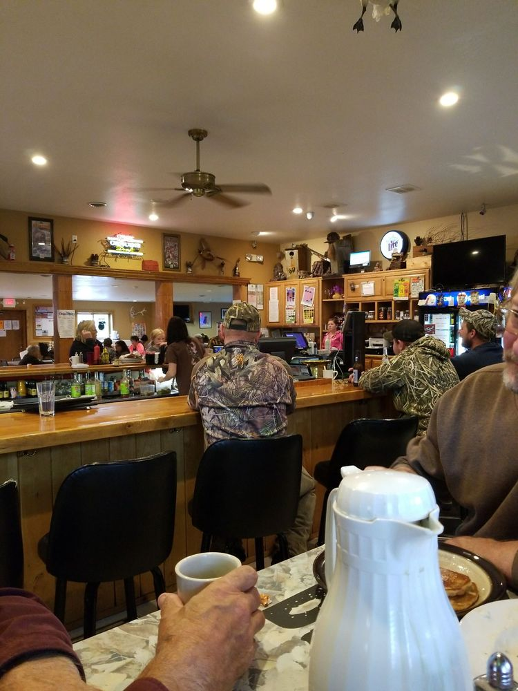 Brewsters Bar & Grill: 9856 50th St W, Lonsdale, MN