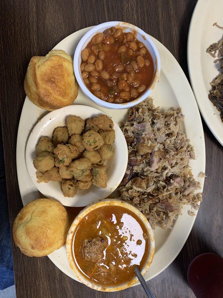 Woodshed Pit Bar-B-Que & Restaurant: 1821 W 7th St, Hopkinsville, KY