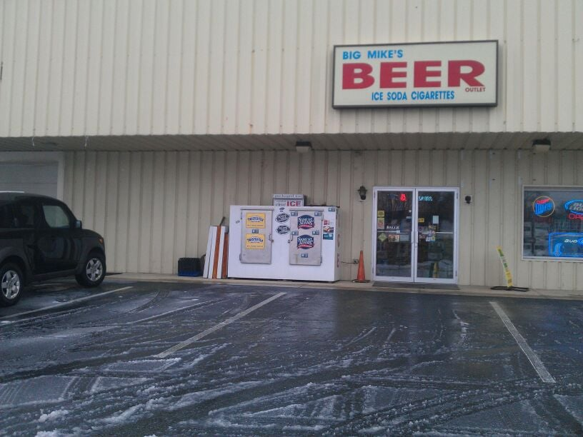 Big Mike's Beer N Cigars: 465 W Penn Ave, Cleona, PA