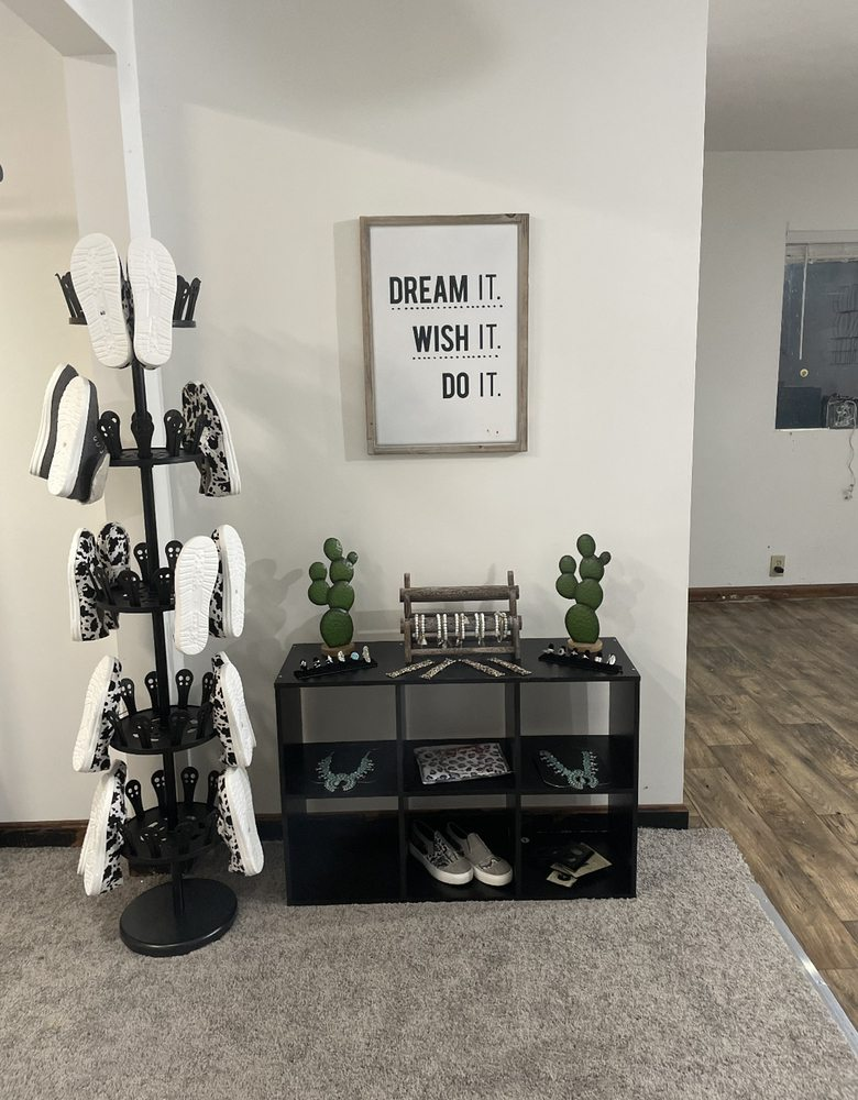 Stock Style Boutique: 1568 Glass Rock Rd, Glenford, OH