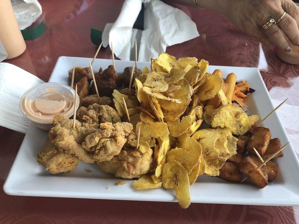 Restaurante Rodriguez: Carretera 417 interior, Aguada, PR