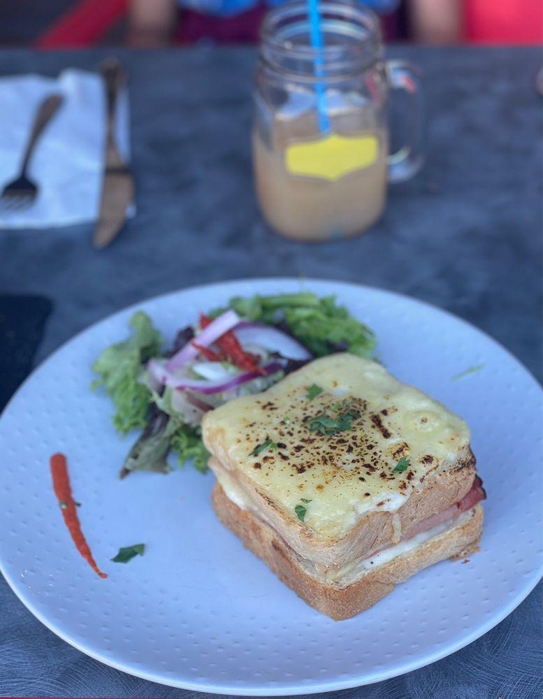 L'Atelier Cafe: 129 La Plz, Palm Springs, CA