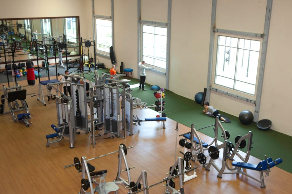 Main gym floor yelp for Gimnasio gym forma