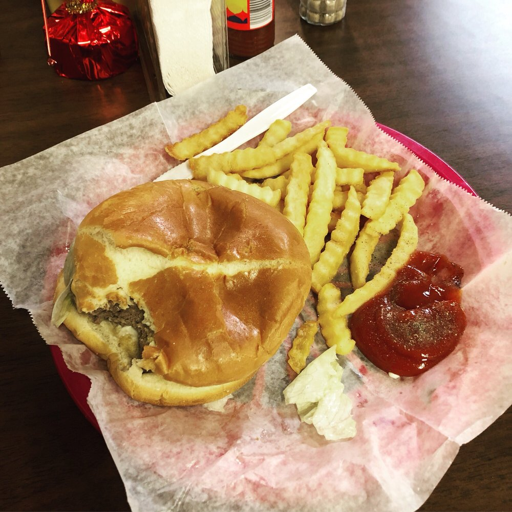 Jeems Diner: 425 Howard St, Greenwood, MS