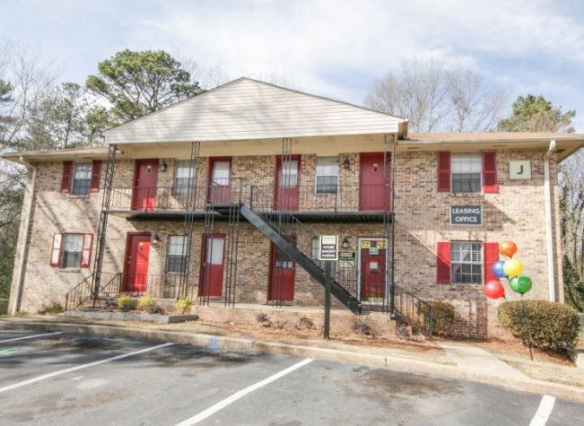 Willow Park Apartments: 1466 Rockcut Rd, Forest Park, GA