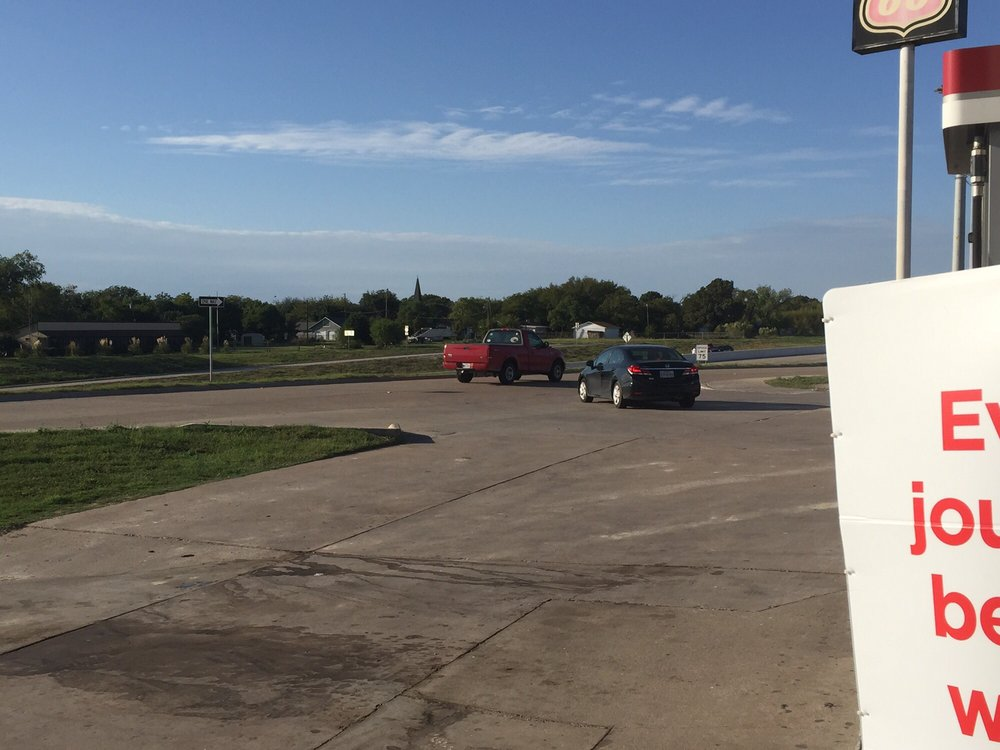 Tommy's No 20: 413 N Frontage Rd, Lorena, TX