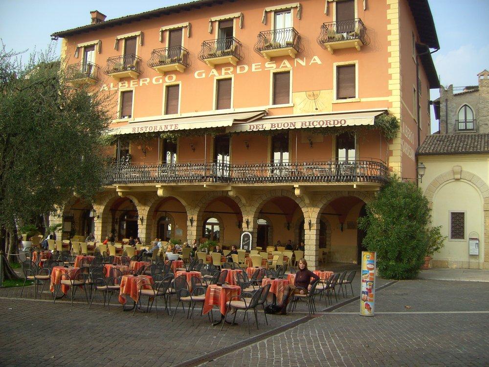 Ristorante und hotel gardesana hotel piazza calderini for Hotel numero