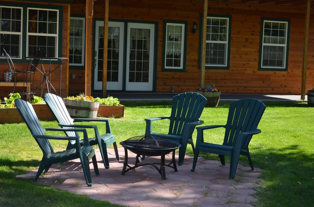 Alaska's Lake Lucille Bed & Breakfast: 235 W Lake View Ave, Wasilla, AK