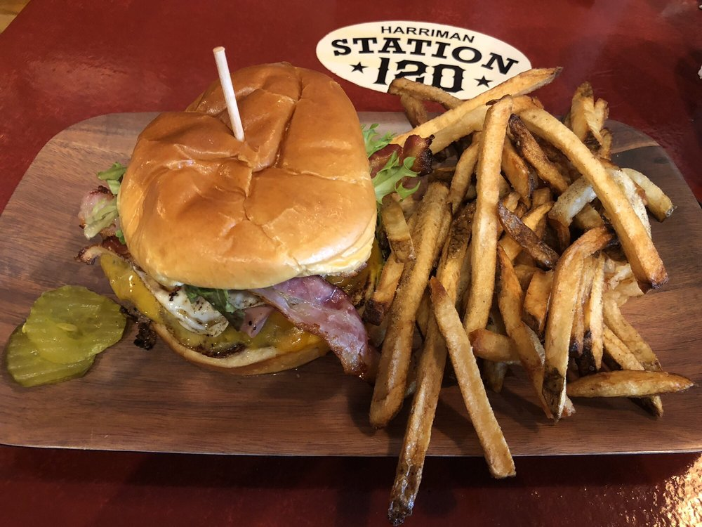 Burger Station 120: 1881 Griffith Dr, Harriman, TN