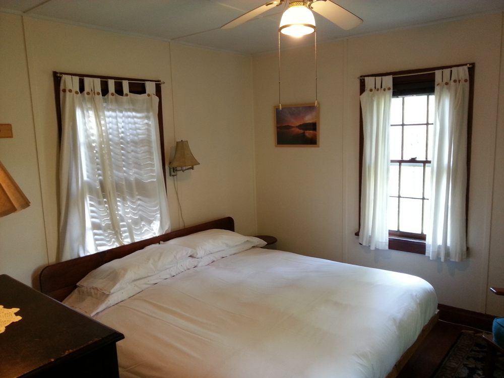 Clove Cottages: 200 Rock Hill Rd, High Falls, NY