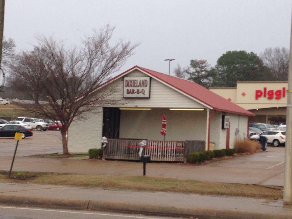 Dixieland BBQ: 128 Hwy 51 N, Batesville, MS