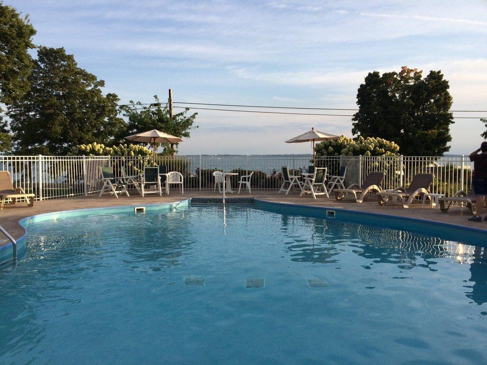 Kelleys Island Venture Resort: 441 W Lakeshore Dr, Kelleys Island, OH
