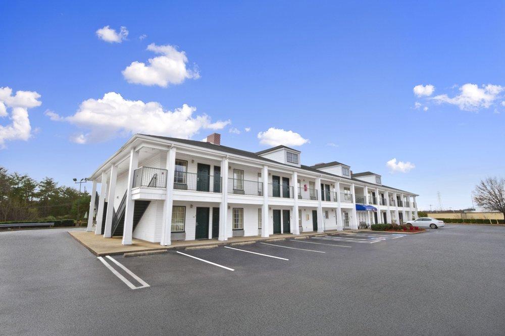 Baymont by Wyndham Forest City: 164 Jameson Inn Dr., Forest City, NC
