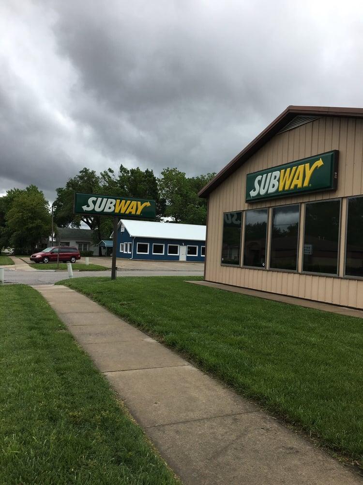Subway: 525 N 4th St, Burlington, KS