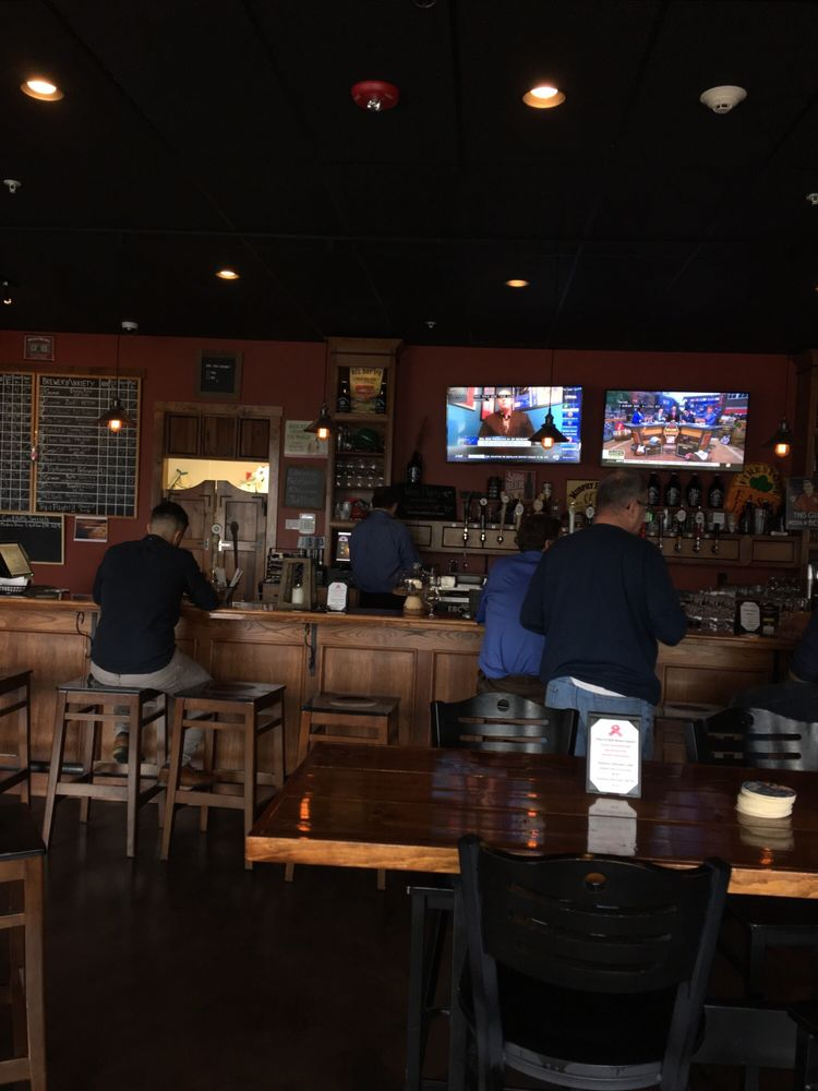 Murphy Brown's Craft Beer Empourium: 9500 Main St, Clarence, NY