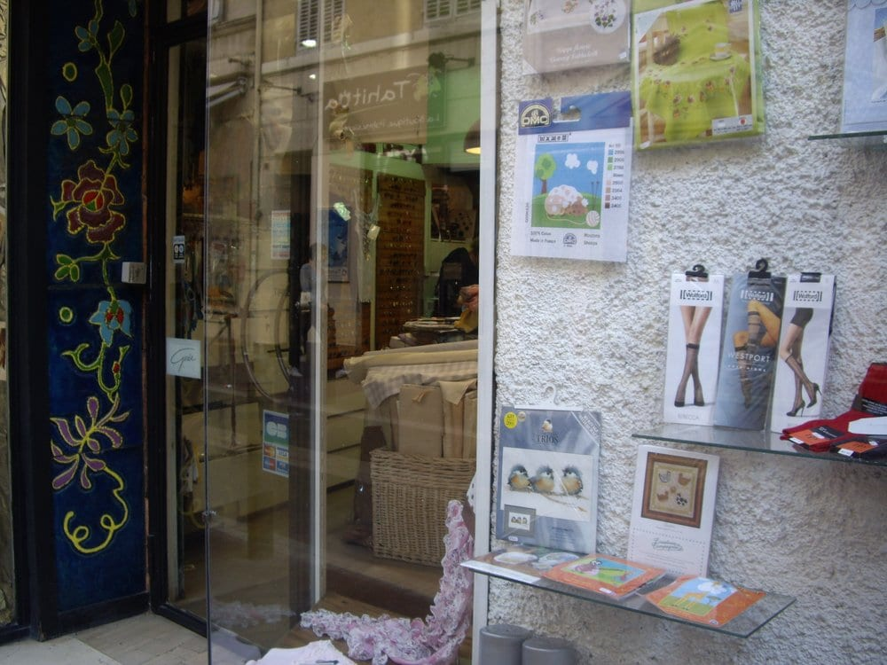 La bo te couture lukket strikkebutikker 17 rue for Couture a marseille