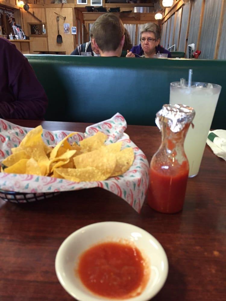 Los Ranchos Restaurant: 6250 S Hwy 82, Peggs, OK