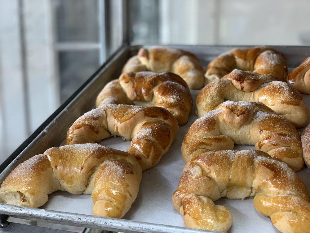 La Casa Bakery & Cafe: 1002 Hogan St, Houston, TX