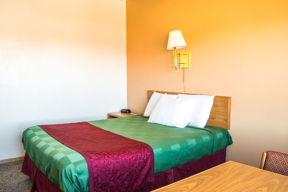 Midtown Motel: 526 2nd Ave N, Great Falls, MT