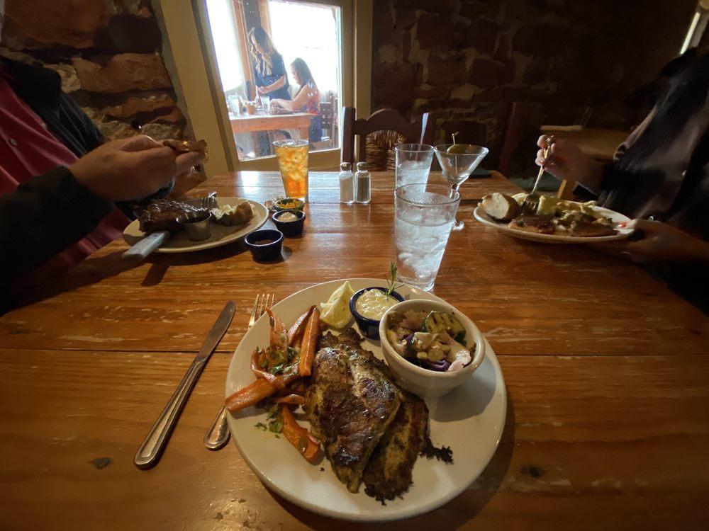 White Dog Hill Restaurant: 22901 North Route 66, Clinton, OK