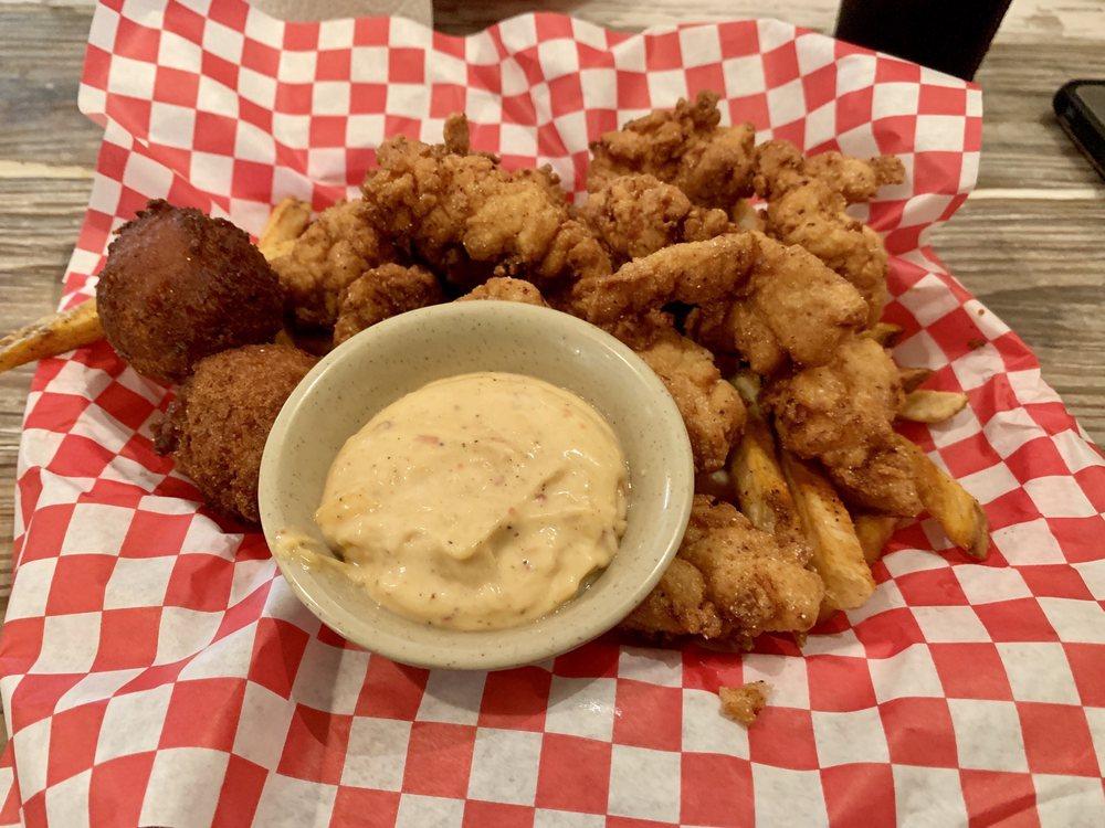 2 Cajuns Southern Cuisine: 112 Paradise Aly, Ardmore, OK