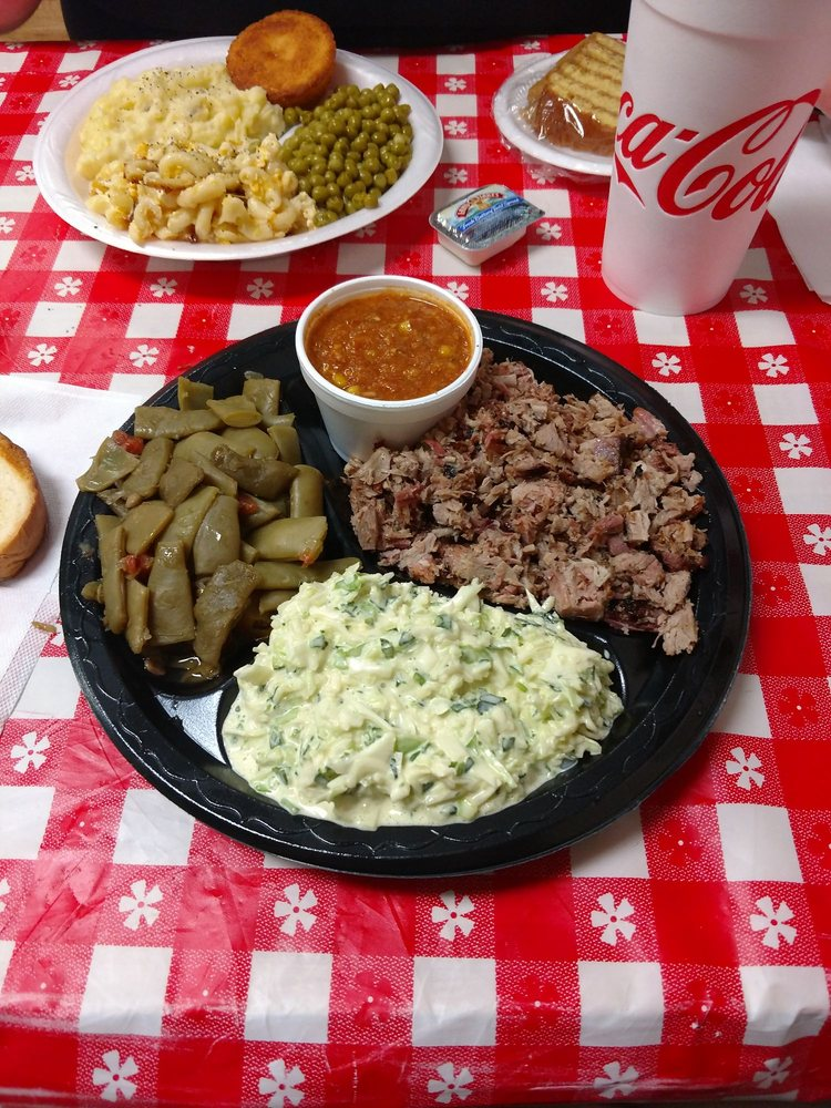 Moore's Whistling Pig Cafe: 572 S Main St, Pine Mountain, GA