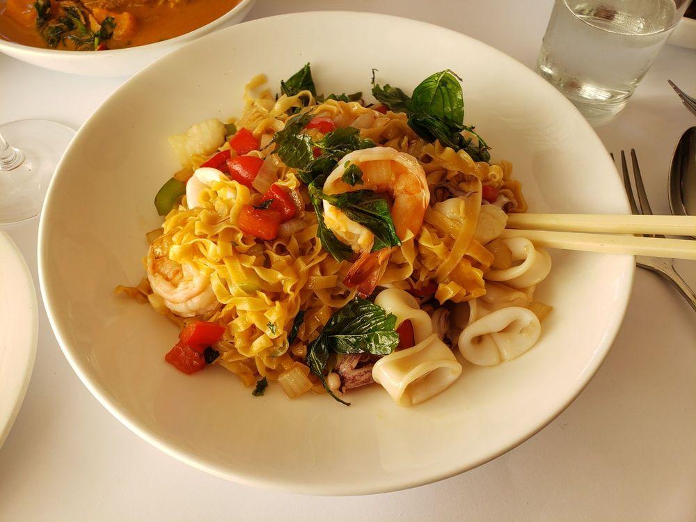 Basil Thai Restaurant & Bar