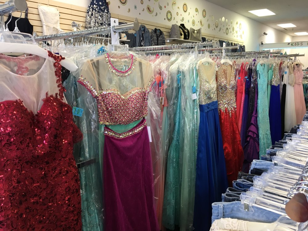 Knoxville store offering Prom and formal dresses. Most brand new $89 ...