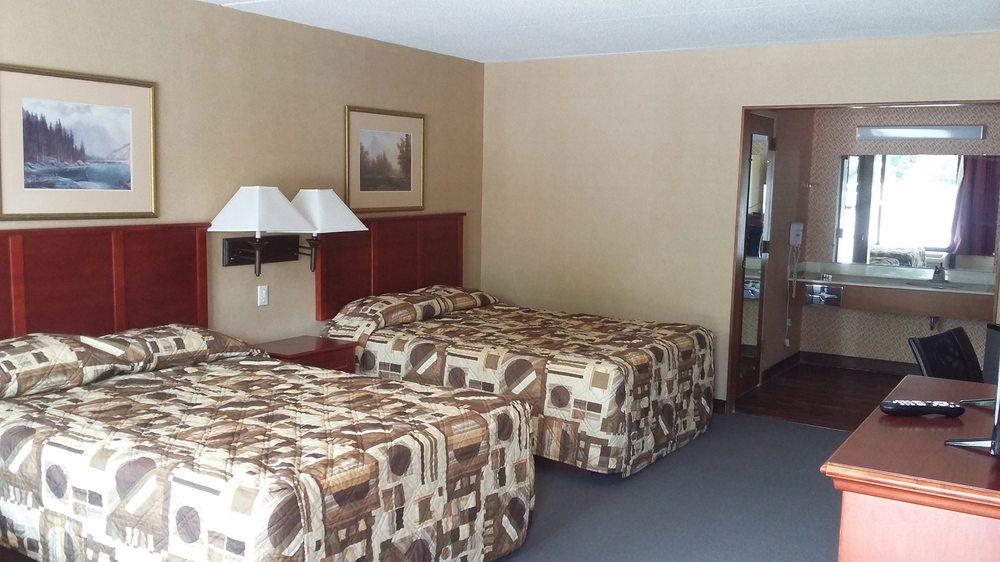 Paris Inn & Suites: 1297 E Wood St, Paris, TN