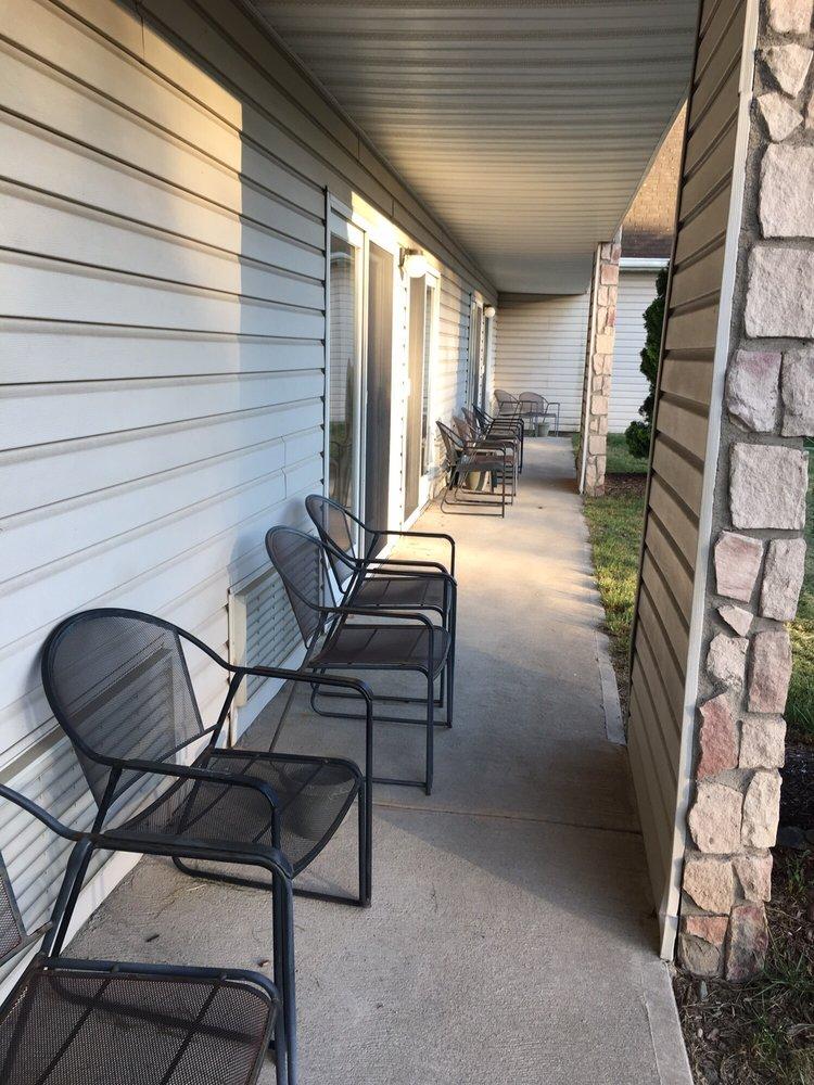 Gresham's Lake View Motel: 2499 Rte 6, Hawley, PA
