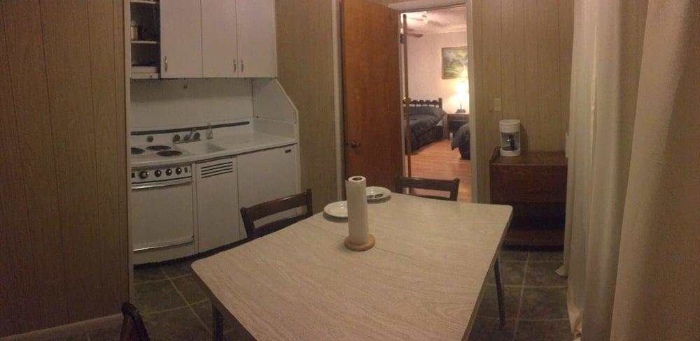Chandler's Inn: 1608 Central Blvd, Bull Shoals, AR