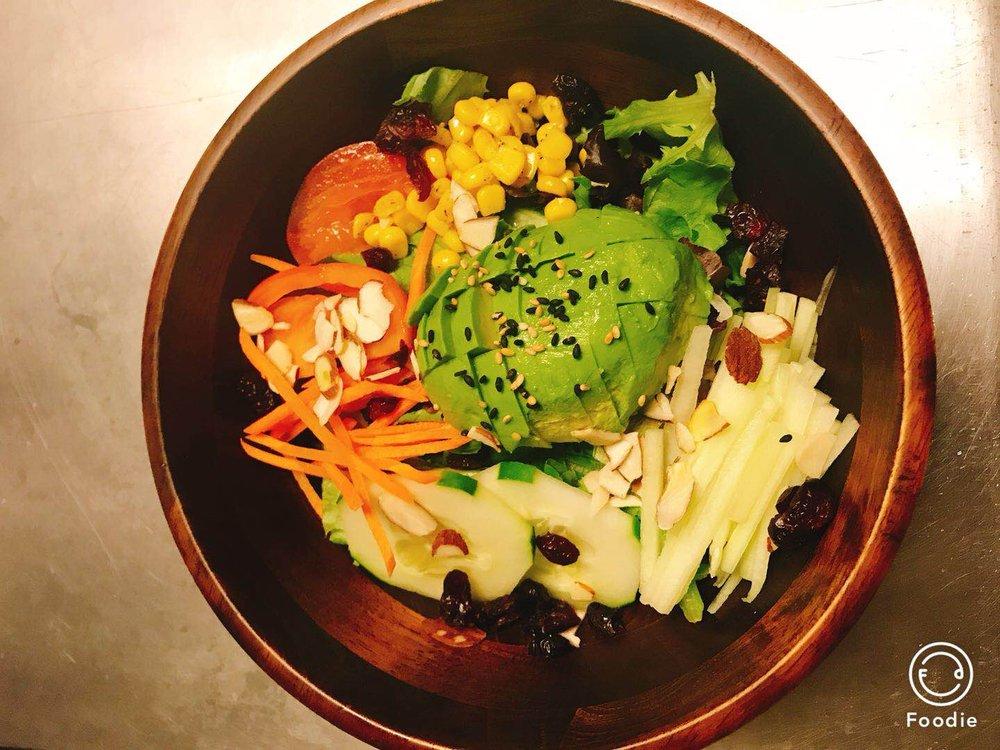 Shanghai Tokyo Restaurant & Sushi Bar: 612 S Pike Rd, Sarver, PA