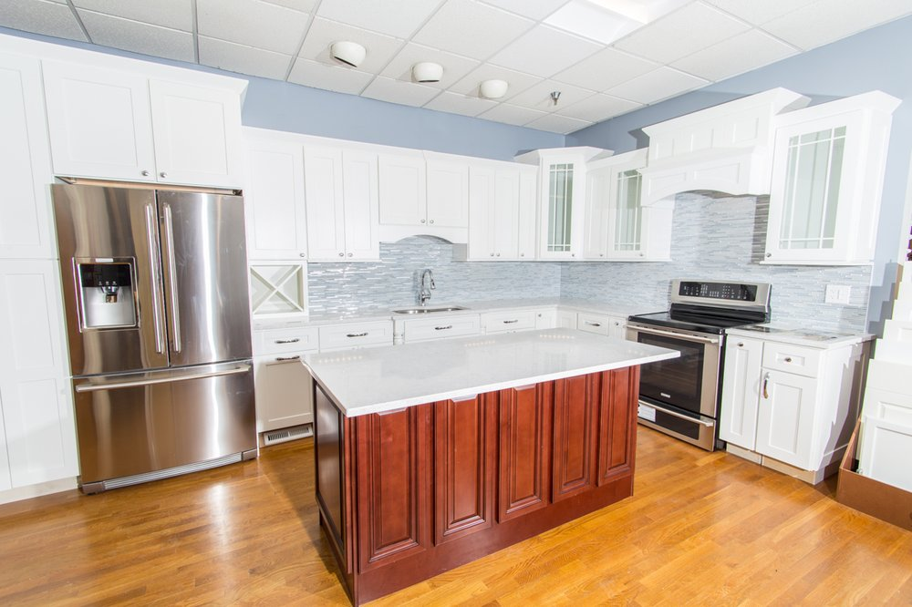 Jsi White Shaker Kitchen Cabinets With Lg Quartz Countertop And