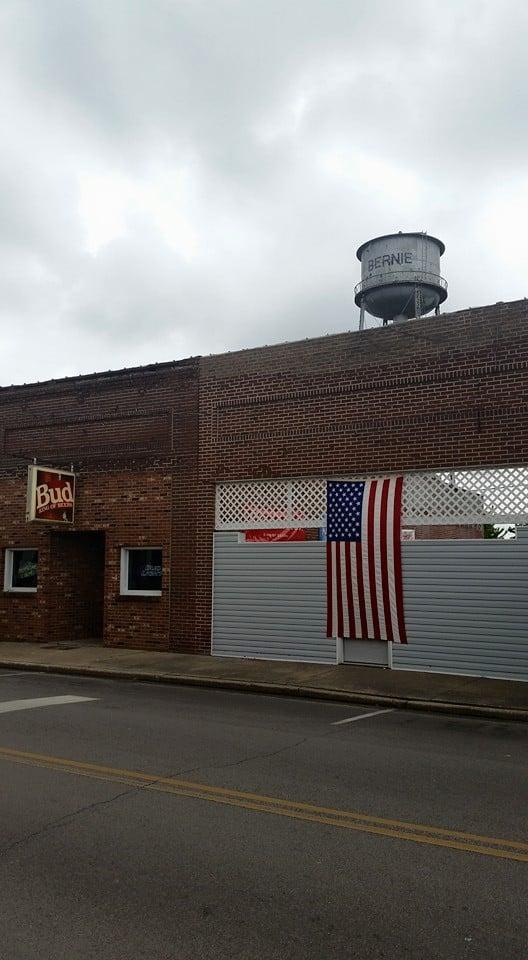 Main Street Bar and Grill: 120 W Main Ave, Bernie, MO