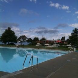 Piscine de pully plage swimming pools chemin des bains for Piscine near me
