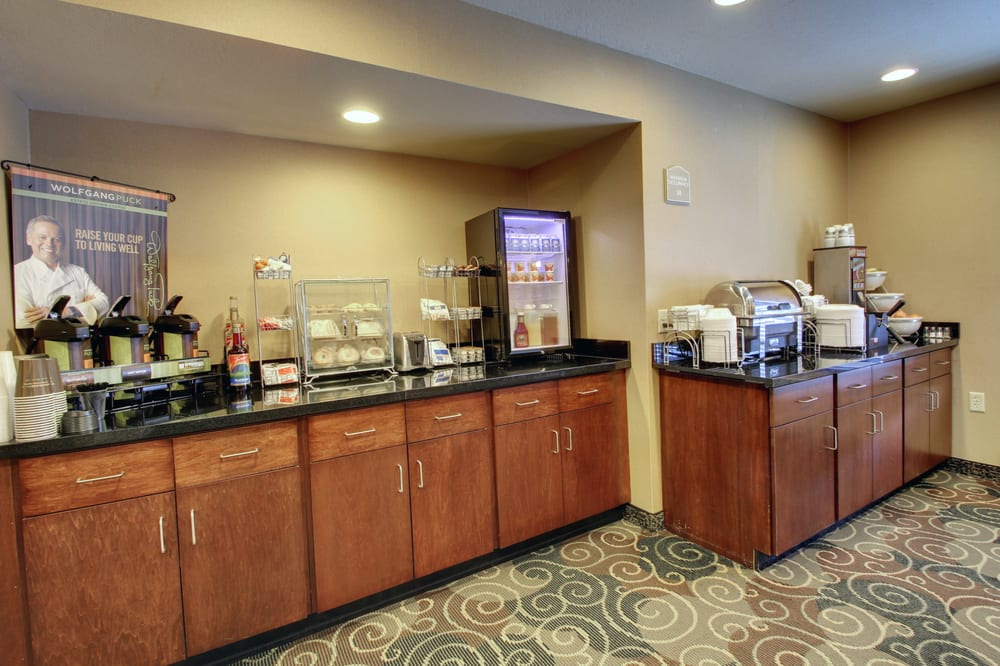 Cobblestone Inn & Suites: 402 Hwy 2 E, Rugby, ND