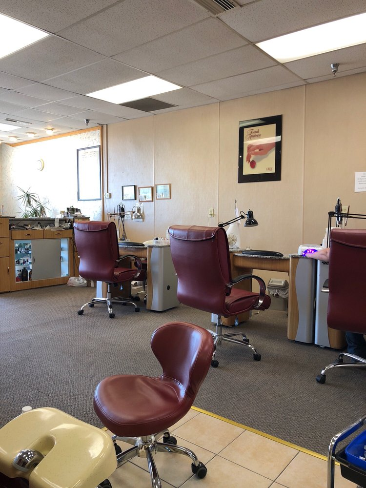 Diamond Nail And Spa: 2464 4th St SW, Mason City, IA