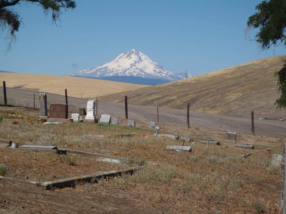 Pioneer Cemetery: 97021 U S 197, Dufur, OR