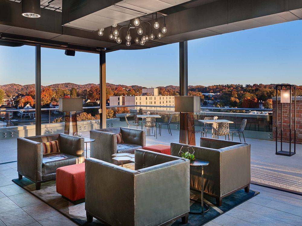 Lumac Rooftop Bar: 510 Birthplace Of Country Music Way, Bristol, VA