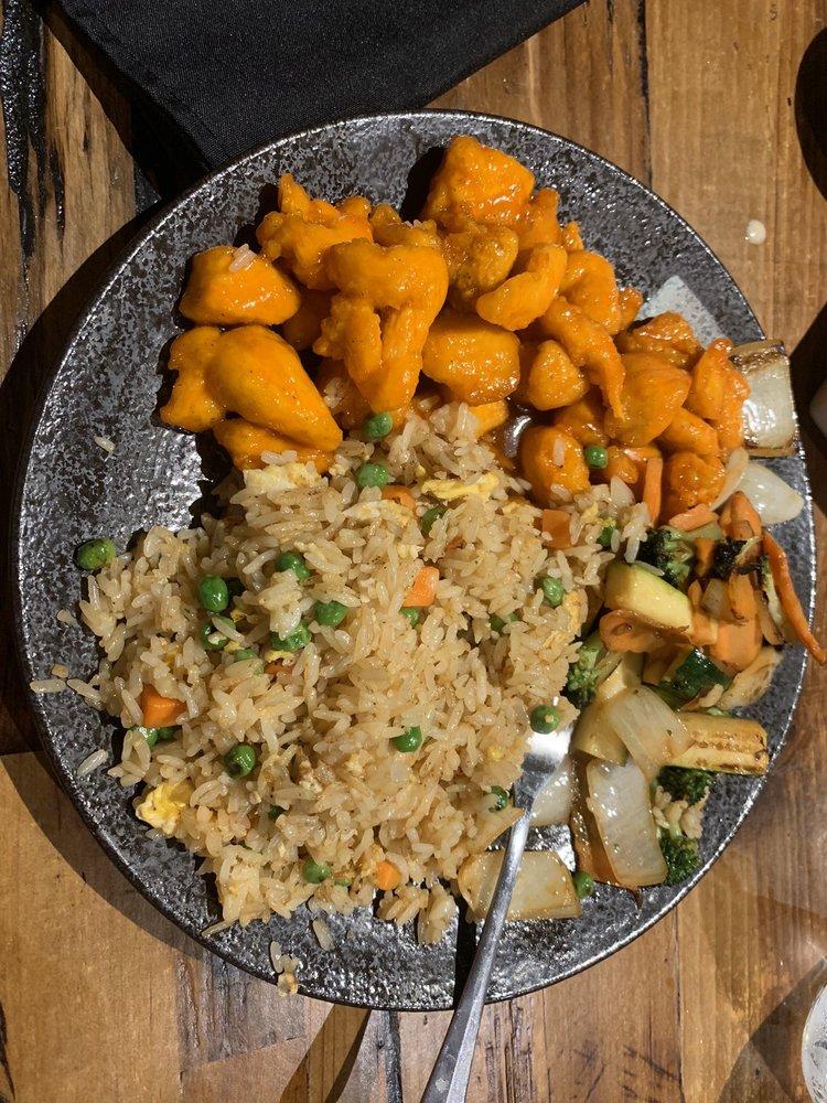 Evie's Vietnamese Kitchen: N89W16851 Appleton Ave, Menomonee Falls, WI