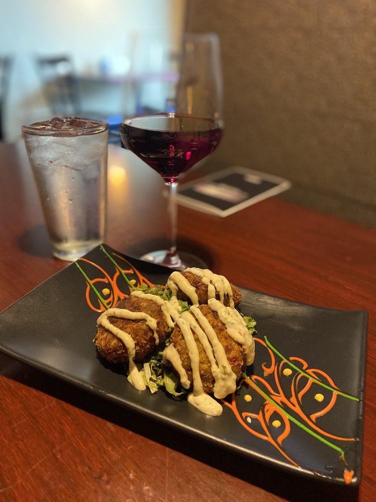 Two Tonys Italian Kitchen & Wine Bar: 723 E Savidge St, Spring Lake, MI