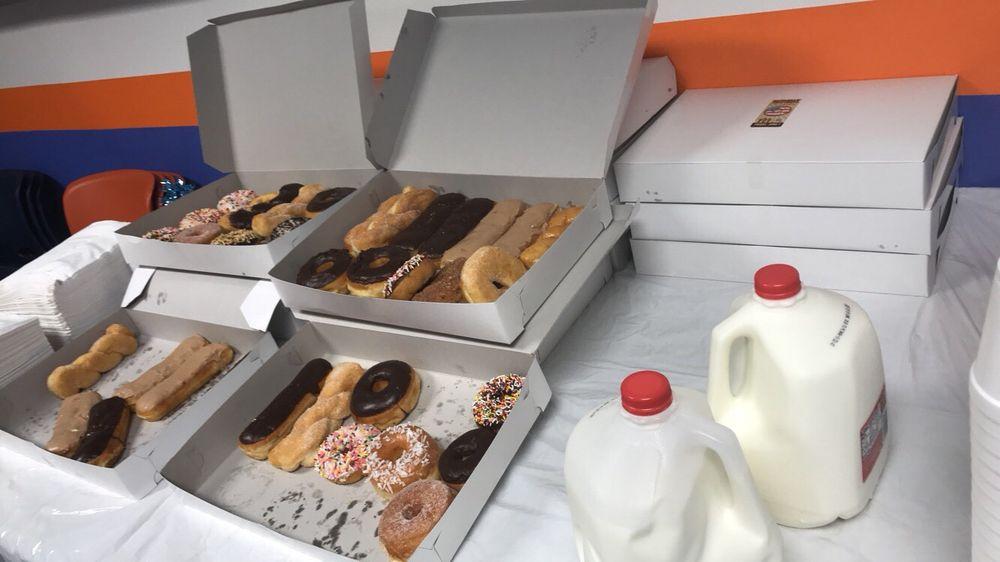 U S Donut Shop: 2621 Green River Rd, Corona, CA