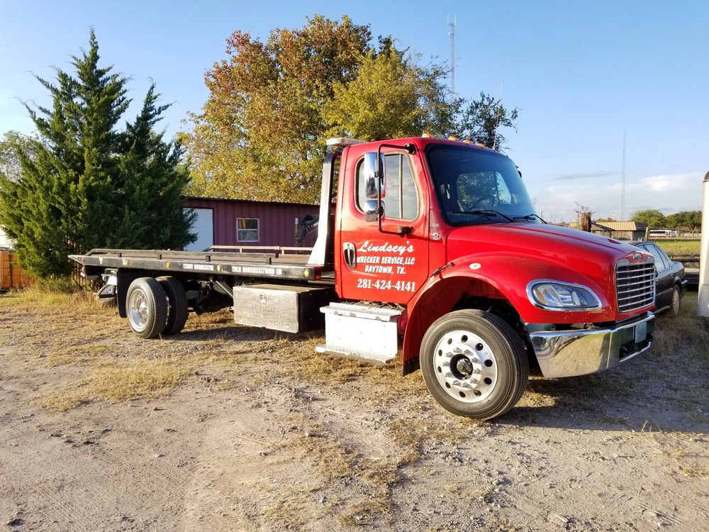 Towing business in Highlands, TX