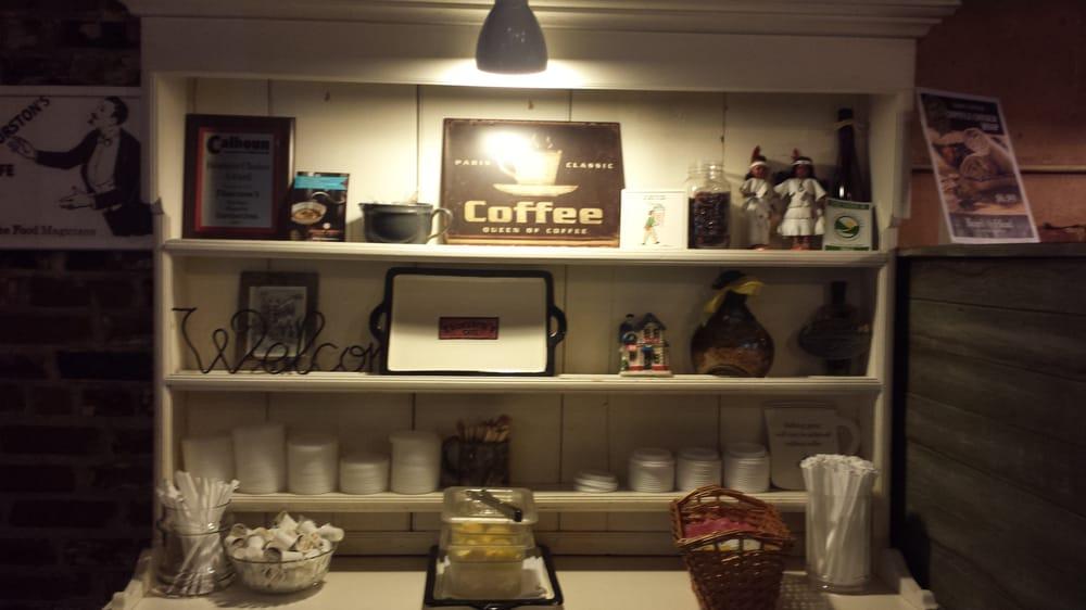 Thurston's Cafe: 114 Court St, Calhoun, GA