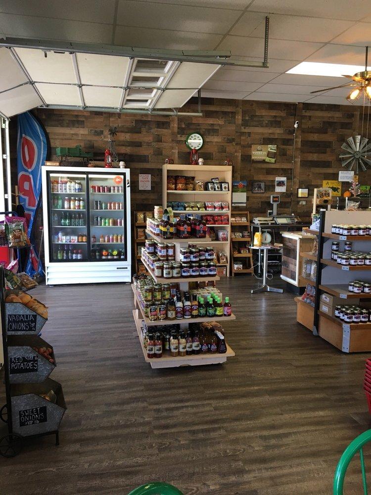 Bob's Barn Farm Market & Bakery: 4830 Coloma Rd, Coloma, MI